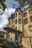 Castelo na parte superior da montanha fotografia de stock