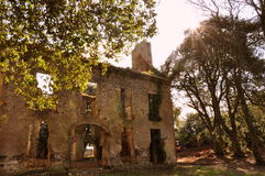 Castelo nas ruínas no sol Fotos de Stock
