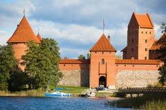 Castelo no lago, Trakai da ilha, Lituânia imagem de stock royalty free
