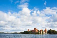 Castelo no lago, Trakai da ilha, Lituânia fotografia de stock royalty free