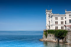 Castelo no mar Imagens de Stock Royalty Free