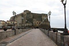 Castelo no mar em Nápoles Foto de Stock