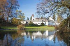 Castelo no parque do outono Fotos de Stock Royalty Free