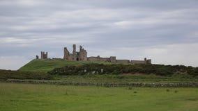 Castelo Northumberland Inglaterra Reino Unido de Dunstanburgh vídeos de arquivo