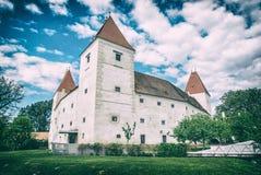 Castelo Orth, Áustria, filtro análogo imagens de stock royalty free