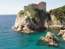 Castelo pelo mar em Dubrovnik, Croácia Foto de Stock Royalty Free