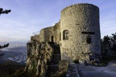 Castelo pequeno com escadas e torre Fotografia de Stock Royalty Free