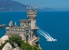 Castelo perto do mar Imagem de Stock Royalty Free