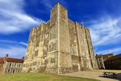 Castelo poderoso no monte acima de Dôvar, Reino Unido Fotos de Stock Royalty Free