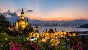 Castelo, por do sol, terra de Vinpearl, Nha Trang em Vietname imagem de stock