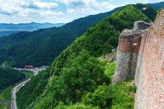 Castelo real de Dracula & x28; Poenari Castle& x29; , Transilvania, Romênia imagem de stock