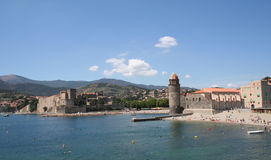 Castelo real e Notre Dame, Collioure, France. imagens de stock royalty free