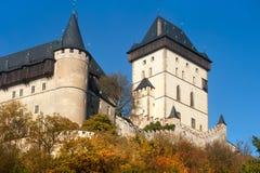 Castelo real Karlstejn e fortificação no outono Imagem de Stock