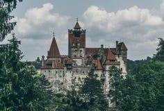 Castelo sombrio legendário do farelo, residência de Dracula A Transilvânia, Romania imagem de stock
