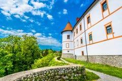 Castelo velho na Croácia, cidade de Ozalj fotografia de stock