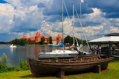 Castelo velho na ilha, a cidade de Trakai, Lituânia Imagem de Stock