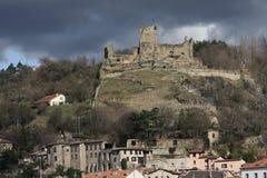 Castelo velho no monte fotografia de stock royalty free