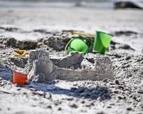 Castelos e baldes da areia Fotografia de Stock Royalty Free