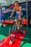 Castelrotto,意大利2016年5月22日;达米亚诺・库内戈,专业骑自行车者,在困难时期试验攀登前的路辗的 免版税库存图片