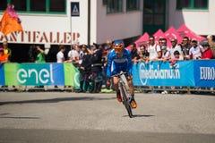 Castelrotto, Италия 22-ое мая 2016; Damiano Cunego, профессиональный велосипедист, в голубом jersey во время подъема трудного вре Стоковое Изображение