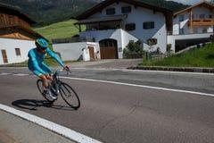 Castelrotto, Италия 22-ое мая 2016; Vincenzo Nibali, профессиональный велосипедист, во время подъема трудного времени пробного, Стоковое Фото