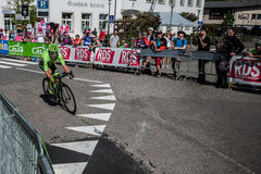 Castelrotto, Italie le 22 mai 2016 ; Rigoberto Uran, cycliste professionnel, pendant une montée d'essai de difficulté images libres de droits