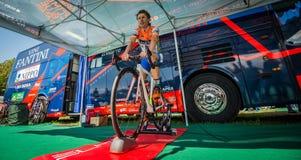 Castelrotto, Italien am 22. Mai 2016; Damiano Cunego, Berufsradfahrer, auf der Rolle vor einem Probeaufstieg der schweren Zeit Lizenzfreie Stockbilder