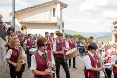 Castelsaraceno, Włochy, 18-06-2017: Losu Angeles Festa della ` Ndenna, Rito zdjęcia royalty free
