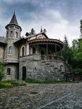 Castelul Stirbey锡纳亚在春天 免版税库存图片