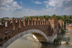 Castelvecchio στον ποταμό Adige Βερόνα - Ιταλία Στοκ εικόνα με δικαίωμα ελεύθερης χρήσης