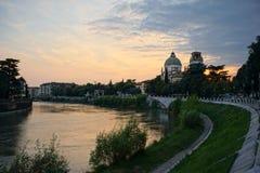 Castelvecchio στον ποταμό Adige Βερόνα - Ιταλία Στοκ Εικόνα