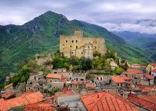 Castelvecchio di Rocca Barbena, Италия Стоковые Фотографии RF