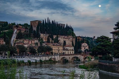 Castelvecchio in die Etsch-Fluss Verona - Italien stockfoto