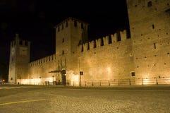 Castelvecchio en Verona en la noche Foto de archivo libre de regalías