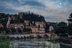 Castelvecchio på den Adige floden Verona - Italien Arkivfoto