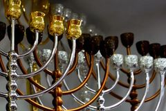 Castiçal judaicos, menorah e menorah festivo do Hanukkah imagens de stock