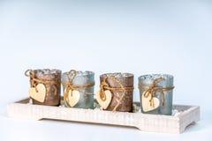 castiçal 4r decorados com um coração fotos de stock royalty free