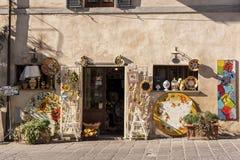 CASTIGLIONE台尔LAGO/ITALY, Novembre 1日2016年:商店在卡斯蒂廖内德拉戈, Trasimeno湖,翁布里亚 免版税库存照片