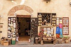 CASTIGLIONE台尔LAGO/ITALY, Novembre 1日2016年:商店在卡斯蒂廖内德拉戈, Trasimeno湖,翁布里亚 库存图片
