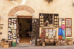 CASTIGLIONE DEL LAGO/ITALY, Novembre 1, 2016: Kaufen Sie in Castiglione Del Lago, Trasimeno See, Umbrien Stockbild
