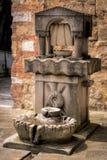 CASTIGLIONE DEL LAGO, TUSCANY/ITALY - 20 MEI: Drinkwater FO royalty-vrije stock afbeeldingen