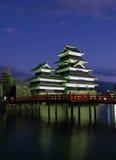 Castillo 07, crepúsculo, Japón de Matsumoto Imagenes de archivo
