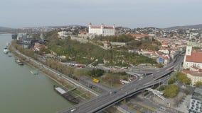 Castillo aéreo del abejón 4K Bratislava Danubio metrajes