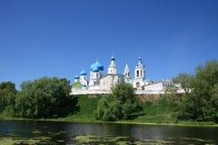 Castillo al lado del lago fotografía de archivo