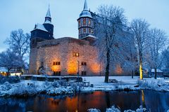 Castillo alemán del cuento de hadas en paisaje del invierno Castillo Romrod en Hesse, Alemania Foto de archivo