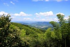 Castillo bajo el cielo azul Imagen de archivo libre de regalías