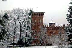 Castillo bajo la nieve imagenes de archivo