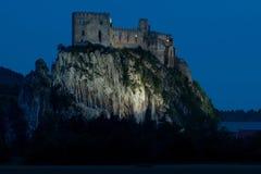 Castillo Beckov en Slowakia fotografía de archivo