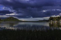 Castillo Bezdez del lago Machac imagenes de archivo