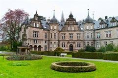 Castillo Buckeburg con un jardín en Alemania Foto de archivo libre de regalías